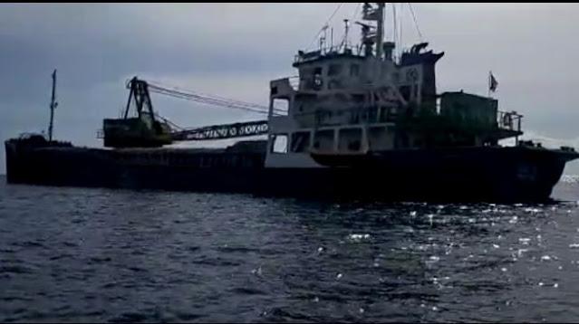 Kapal Pengangkut Semen STB 35 Pontianak Kandas di Dekat Pulau Samalona