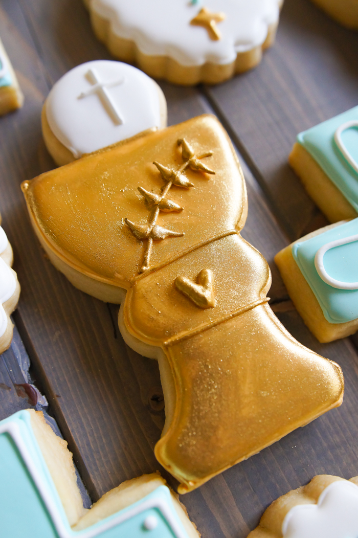 how to decorate first communion cookies, host and chalice ♥ bakeat350.net
