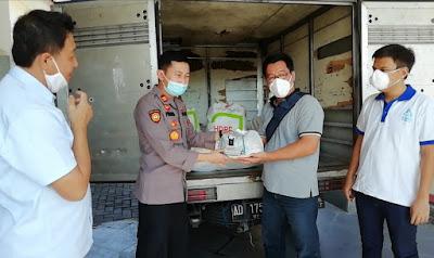 Terima Ratusan Paket Sembako dari Pengusaha Plastik. Camat dan Kapolsek Jaten Siap Menyalurkan ke Warga