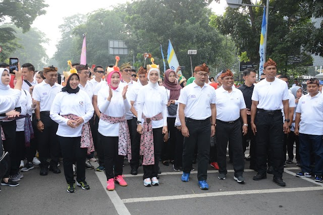 Peringati Hari Ibu ke-91, Pangdam III/Siliwangi Bersama 15.000 Peserta Jalan Sehat Keluarga