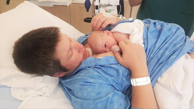 Ensimminen imetys muutama minuutti synnytyksen jälkeen