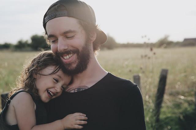 صور أب مع بنتة خلفيات