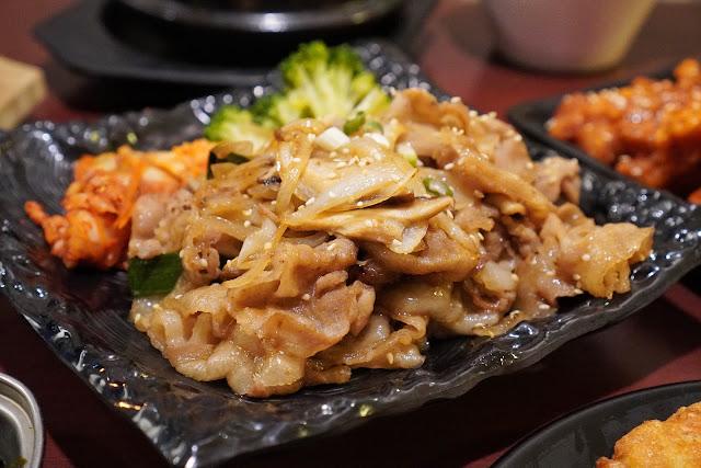 台南安平區美食【瑪西達韓式料理】秘醬烤肉包菜(烤豬)