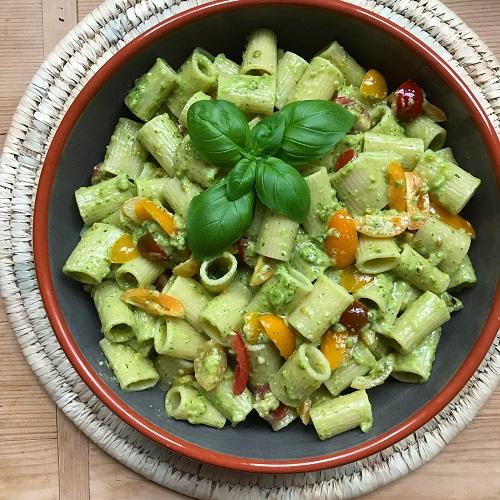 Basilikum-Cashew-Pesto