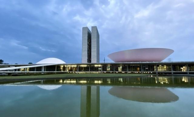 Câmara e Senado têm orçamento maior do que 99,9% das cidades brasileiras