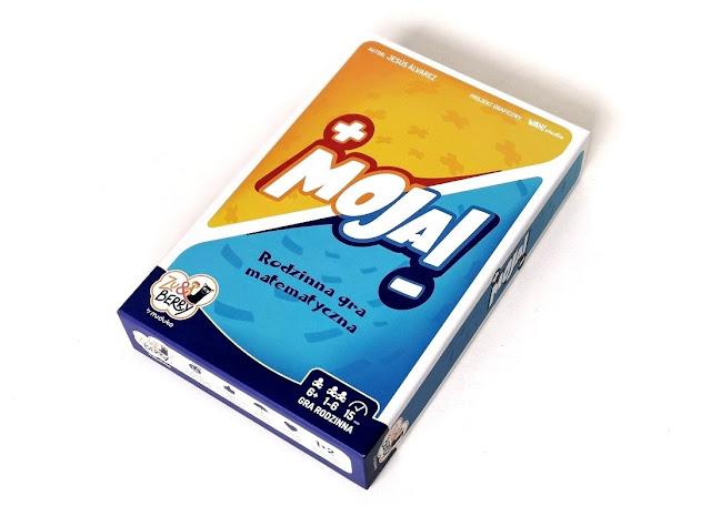 na zdjęciu pudełko gry moja w kolorach niebieskim, błękitnym i żółtym, na środku jest napis Moja!