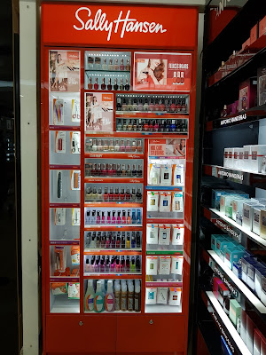 Sally Hansen display in Panama - www.modenmakeup.com