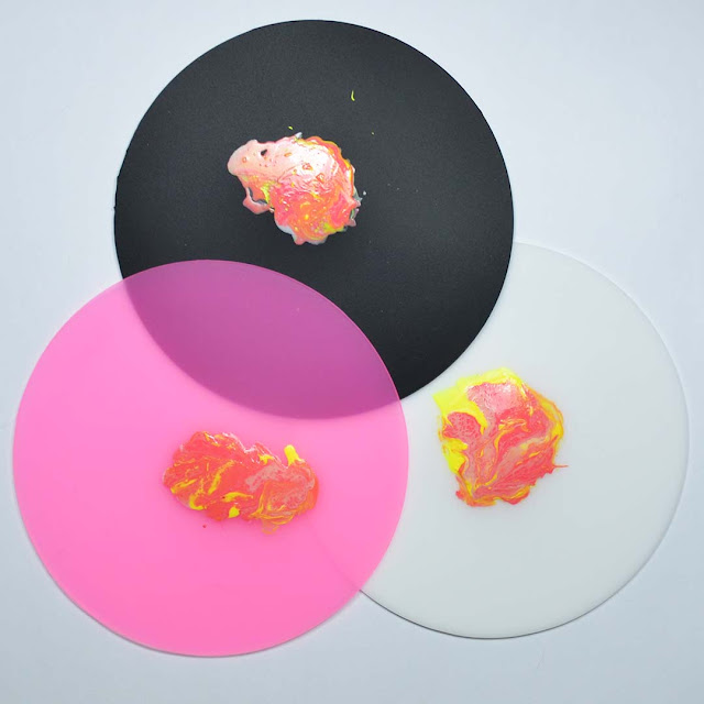 round silicone mat for nail art with decals on each