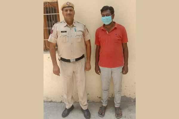 faridabad-crime-branch-sector-48-arrested-sharab-taskar