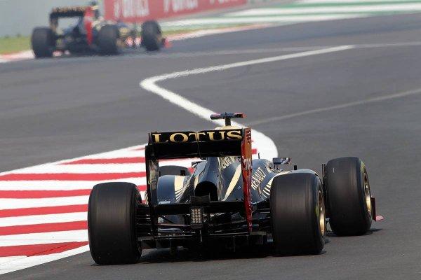 https://i0.wp.com/1.bp.blogspot.com/-7rd6boLaUrc/UIotKRYEypI/AAAAAAAArIc/_dJ7_HMHIG0/s1600/Lotus+Cars+Friday+Free+Practice+2012+Indian+GP.jpg