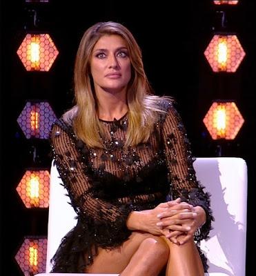 Elisa Isoardi bellissima conduttrice TV outfit abbigliamento Isola dei famosi 7 giugno