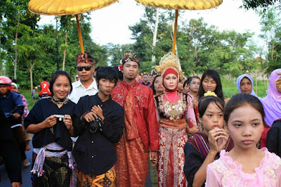 nyongkolan iring iringan pengantin desa sade sasak wisata lombok