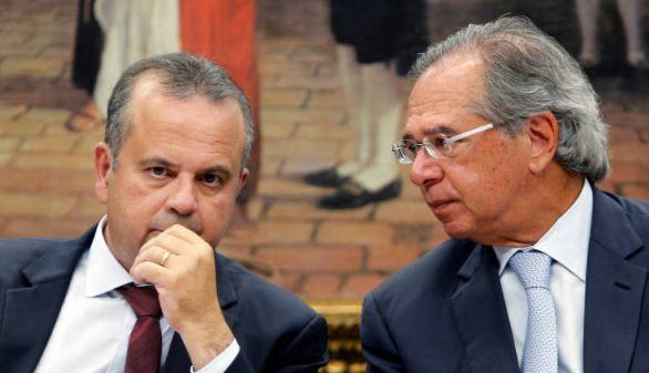Guedes tira salário extra de R$ 21 mil de Rogério Marinho com aval de Bolsonaro
