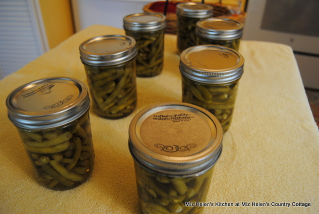 Canning Green Beans: From Garden To Canner at Miz Helen's Country Cottage
