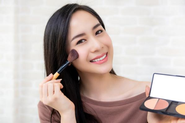 Tips Makeup Supaya Terlihat Lebih Muda