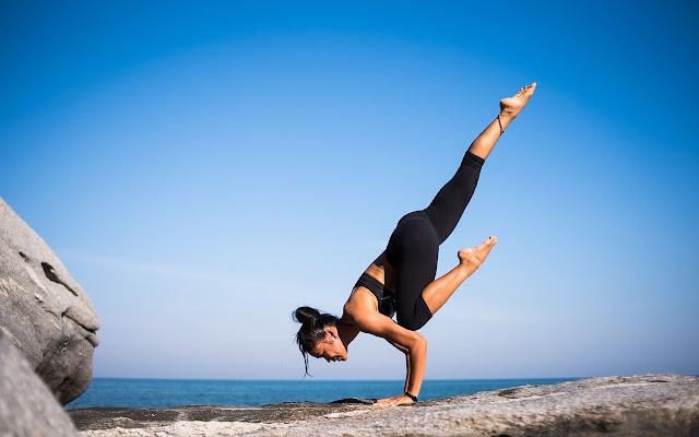 Professora formada na Índia libera 20 Aulas de Yoga Online Gratuitas