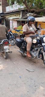 बिना मास्क लगाए चौकी इंचार्ज भीलमपुर कोविड-19 का करा रहे है पालन | #NayaSaberaNetwork