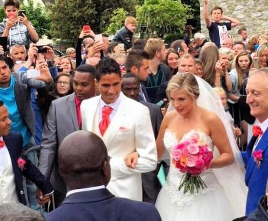Raphael varane age height wife sister stats salary footballtransfers com from static.footballtransfers.com he also plays with france national. SoccerDoze: Real Madrid star ties the knot with his long ...