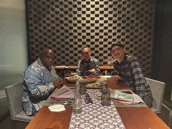 Ketua Harian Gerindra Pertemukan Natalius Pigai dan Abu Janda
