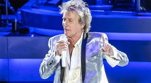 "Rock and Roll Hall of Famer Rod Stewart dikenal dengan ""Maggie Mae"" dan ""Tonight's the Night.""  Foto CNN.COM"