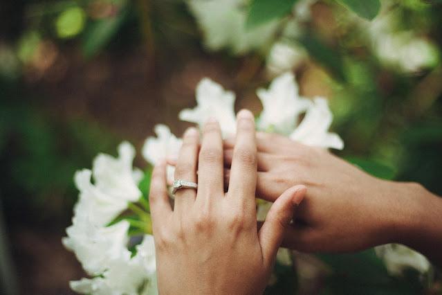 Diamond engagement ring for girls