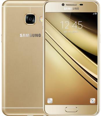 Spesifikasi Samsung Galaxy C5           Masalah kecepatan pemprosesan data, Samsung Galaxy C5 telah menggunakan CPU 8-inti yakni Octa-core 1.5 GHz Cortex-A53. Sedangkan untuk mengolah grafis seperti bermain game dan menjalankan berbagai aplikasi berat, series ini mengandalkan GPU Adreno 405 yang memang sudah banyak digunakan pada device Samsung sebelumnya.     Meskipun tampilan Samsung Galaxy C5 terkesan premium, bukan berarti smartphone ini meniadakan dukungan kartu memori. Untuk membuat puas para pengguna dalam menyimpan file, smartphone ini telah dibekali dengan Internal memori yang tersedia dalam dua varian yakni 32 GB dan 64 GB, dan support microSD, up to 128 GB (uses SIM 2 slot) serta kapaitas RAM yang sangat besar yakni 4 GB RAM. Tentu anda bisa menjalankan banyak aplikasi sekaligus dengan kapasitas RAM yang besar tersebut.     Dalam hal sensor, Samsung Galaxy C5 membawa beberapa sensor unggulan seperti Fingerprint, accelerometer, proximity, dan compass. Melalui sensor sidik jari, smartphone ini dapat melakukan pengamanan tingkat tinggi karena sensor unik sidik jari hanya dimiliki oleh si pengguna perangkat itu saja. dibeberapa perangkat Samsung seperti Samsung Galaxy S5 menggunakan fingerprint sebagai cek kesehatan.  Kelebihan  Desain Premium dengan balutan metal.  Layar HD dengan teknologi super Amoled.  Kamera depan 8 mega pixel dan k