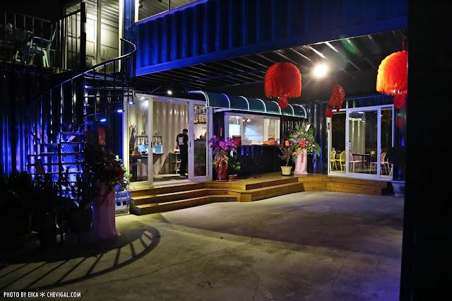 IMG 2509 - 台中沙鹿│向海咖啡屋*夢幻紫色玻璃貨櫃屋。咖啡與旋律伴你欣賞星光夜景