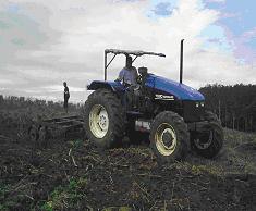 Gambar Mesin traktor pengolahan tanah