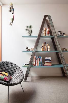 Recicla una vieja escalera para decorar la casa