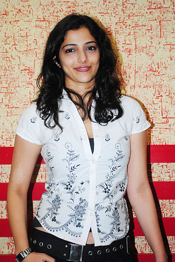 Tamil Actress Nishanti Evani Latest Image Gallery Navel Queens