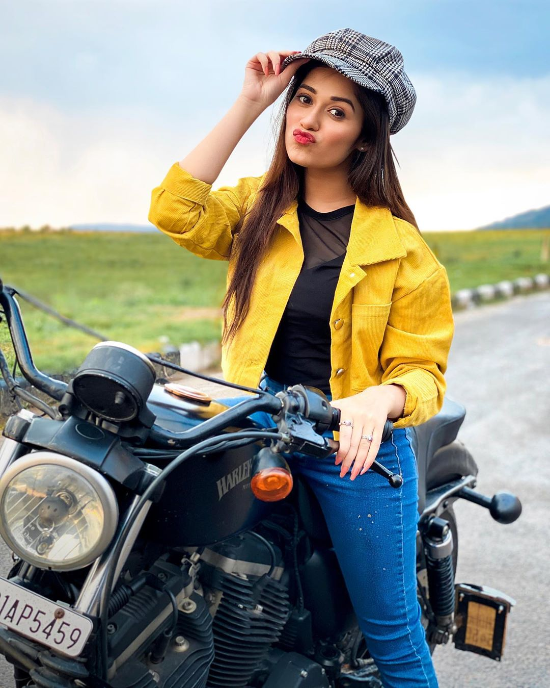 Jannat Zubair with Bike