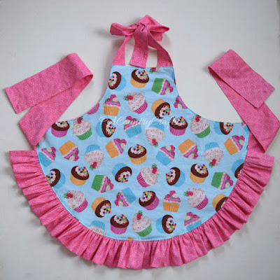 http://pacountrycrafts.blogspot.com.es/2016/02/girls-ruffle-apron-pattern-and-tutorial.html?spref=pi
