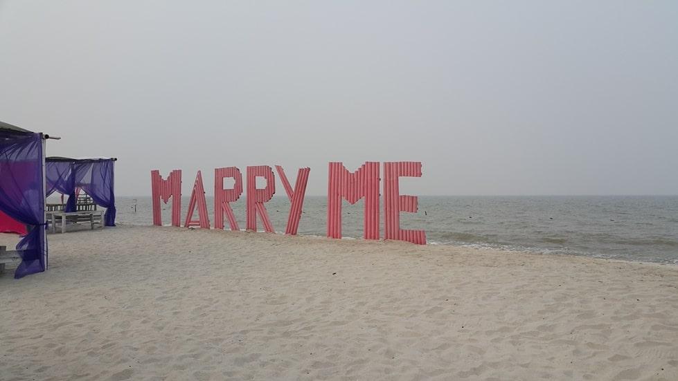 pantai romance bay