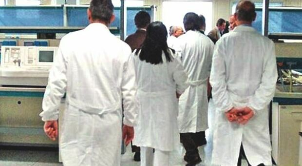 Batterio killer a Verona, sospesi 3 medici