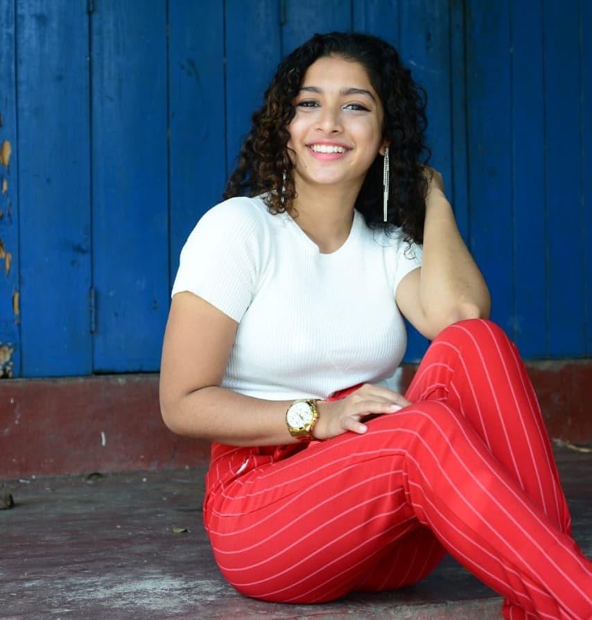 Lankan Hot Actress Model Tv presenter Singer Pics photos stills gallery:  Ras Teledrama Actress Chameesha Dissanayake Hot stills Images