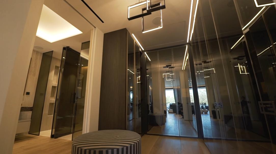 37 Interior Design Photos vs. Luxury Marbella Penthouse By FENDI CASA