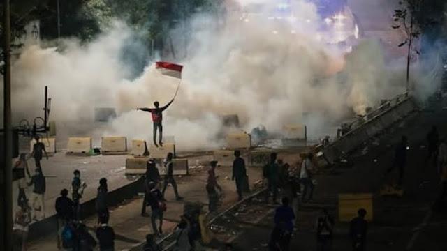 """Bentrokan Justru Meluas, Jokowi Tolong Peka"""""""