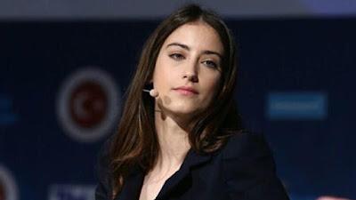 النجمة التركية هازال كايا تبهر الجمهور بوشمها الجديد