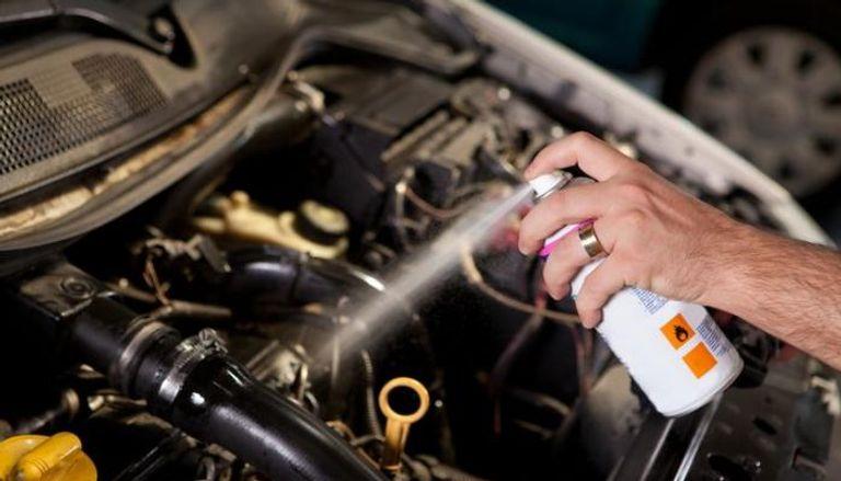 مزيل الشحوم من الخطوات الهامة في عملية تنظيف المحرك