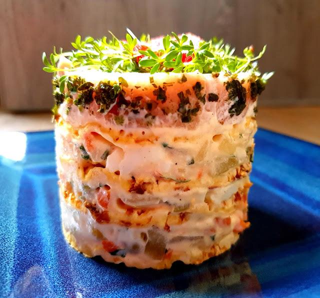 sałatka jarzynowa,fit sałatka,sałatka z łososiem wędzonym,z kuchni do kuchni, najlepszy blog kulinarny,wykwintna sałatka na komunię, sałatka imieninowa,wafle kukurydziane Kupiec,wafle ryżowe,