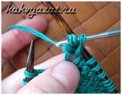 Как держать петлю при вывязывании нуппа крючком.