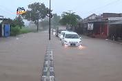 Banjir Rendam Akses Jalan Raya Dan Rumah Warga
