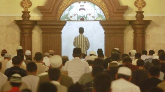 Lantaran Beda Rakaat, Tarawih Di Dua Masjid Ini Punya Cara Yang Unik Menyiasatinya