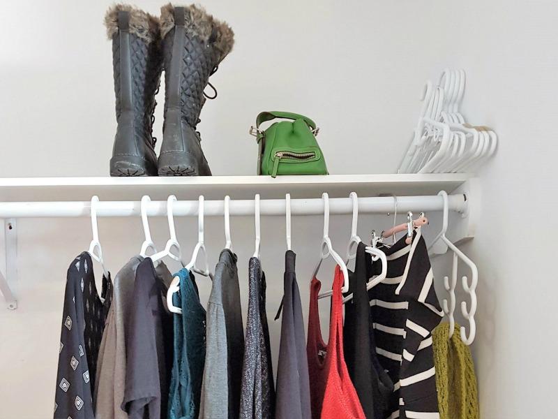 Minimalist closet / wardrobe