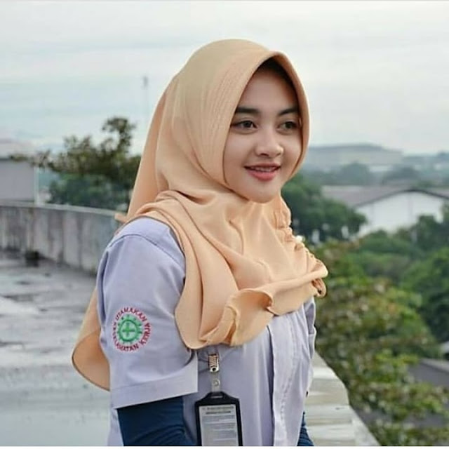 Spoiled Smile Of The Hijab Girl