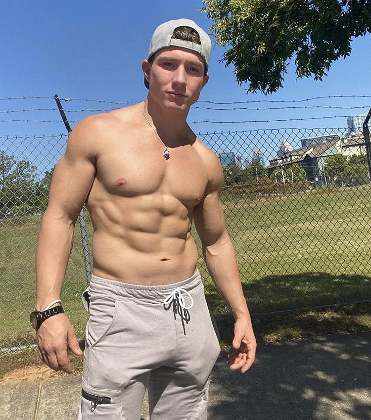 sexy-shirtless-fit-bad-boy