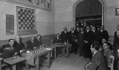Conferencia a  cargo del Dr. Rey Ardid, nuevo Campeón de España 1930, en el Club Ajedrez Barcelona