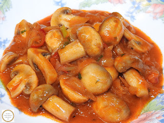 Tocanita de ceapa cu ciuperci si ardei reteta de post gatita la tigaie cu bulion si betivita cu vin retete culinare mancare cu legume de casa tocana,