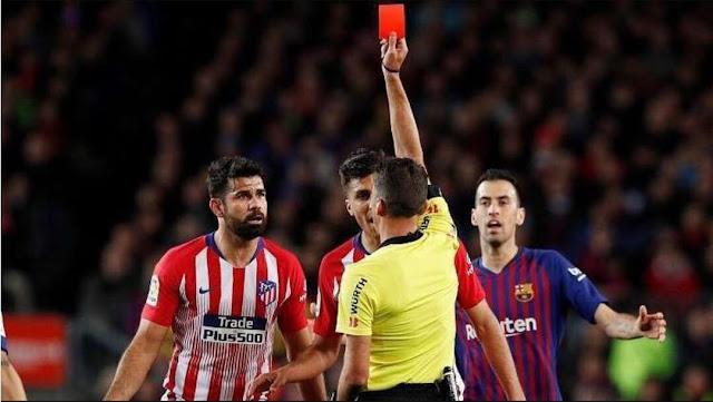 عقوبة قاسية لنجم أتلتيكو مدريد بعد إهانته للحكم