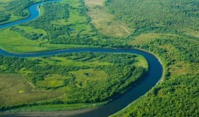 ما هي الاختلافات بين النهر والقناة؟